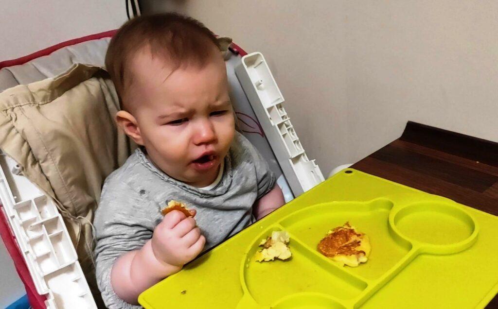 Jak krztusi się dziecko podczas posiłku